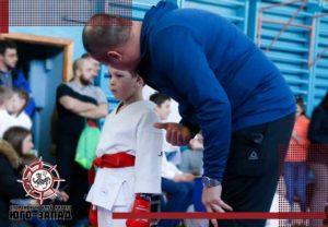 тренер и юный спортсмен